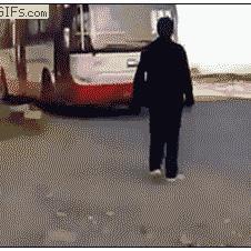 Shoe-tie-bus-troll