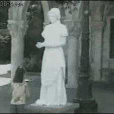 Statue-scares-girl