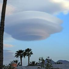 비행접시같은 구름